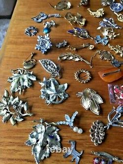 60 Vintage Brooches including Exquisite, Lady Remington, Filigree dogs, birds
