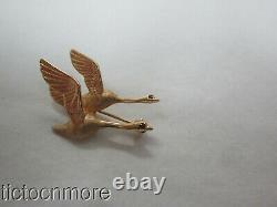 VINTAGE ARTISAN 14K GOLD SWALLOW BIRDS IN FLIGHT PIN RUBY EYE ANIMAL BROOCH 3.6g