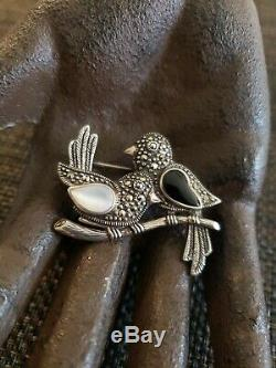 VINTAGE STERLING SILVER ONYX MoP LOVE BIRDS FIGURAL BROOCH ARTIST SIGN JR