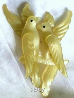 Vintage LEMON YELLOW Pearlized/Moonglow PLASTIC BIRDS on a BRANCH 4 PIN/Brooch