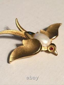 Vintage Rare Swallow bird figural gold brooch pin 1960s Trifari costume jewelry